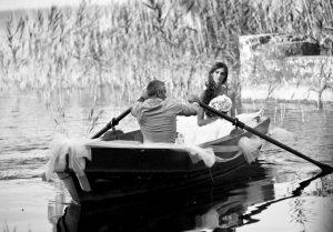 sposa arriva in barca