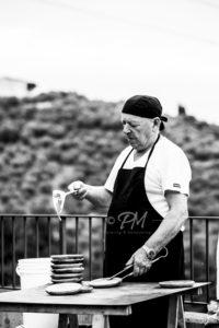 chef prepara cibo