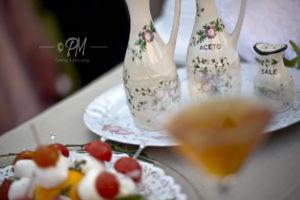 pietanze servite su tavolo