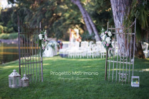 cancello per cerimonia sul lago