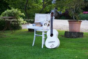 chitarra e altri dettagli per allestimento location