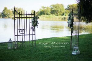 cancello per matrimonio sul lago