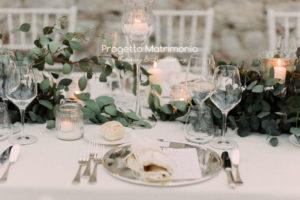 ricevimento stile greenery su tavolo