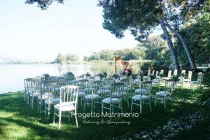 preparazione sedie per giorno matrimonio