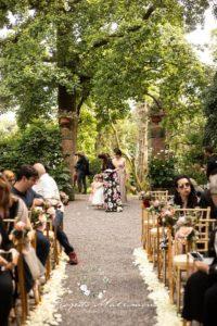 invitati alle nozze seduti