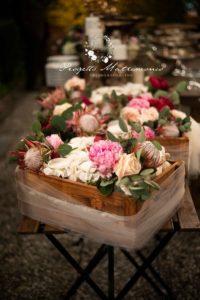fiori dentro cesto