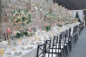 lungo tavolo apparrecchiato per catering matrimonio